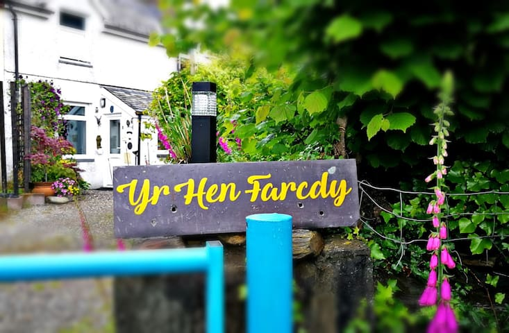 Yr Hen Farcdy Bed + Breakfast (Double or Twin )