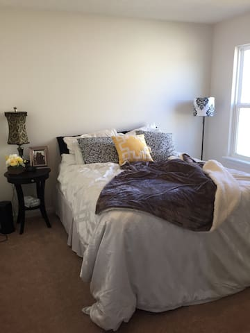 Beautiful private room and bath - New Palestine