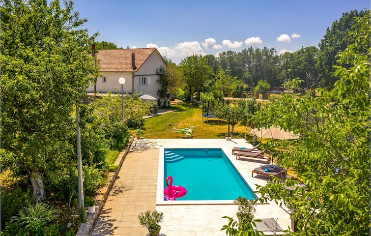Holiday cottage with 3 bedrooms on 125m² in Vinjani Gornji