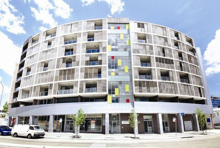 Cozy Comfortable Private Room - Duplex Apartment - Ashfield - Appartement