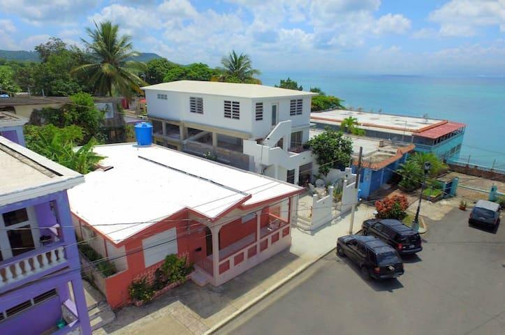 Vieques Villa Beach house in town. Casa Encanto