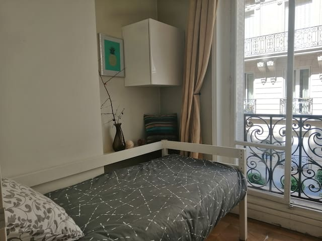 Nice street view isolate bedroom on Champs Elysees