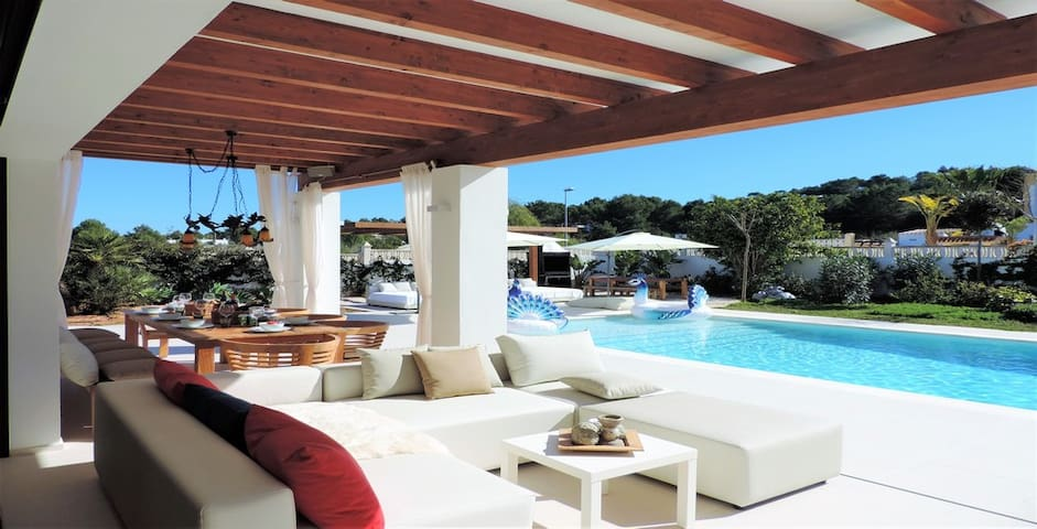 Gorgeous New Villa with pool, Cala Bassa