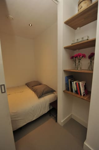 Double bed (bedstede)