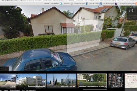 Hengel's Villa - Petah Tikva