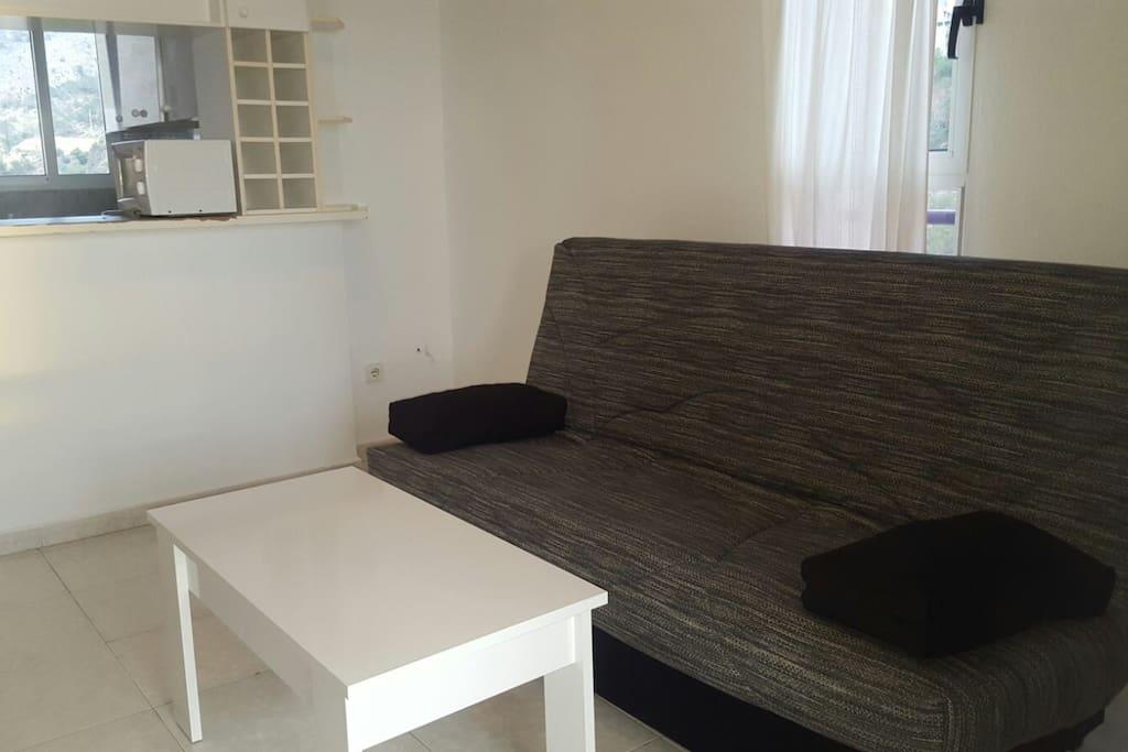salón con sofá cama