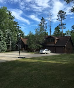 Beautiful Home on the AuSable! - Grayling