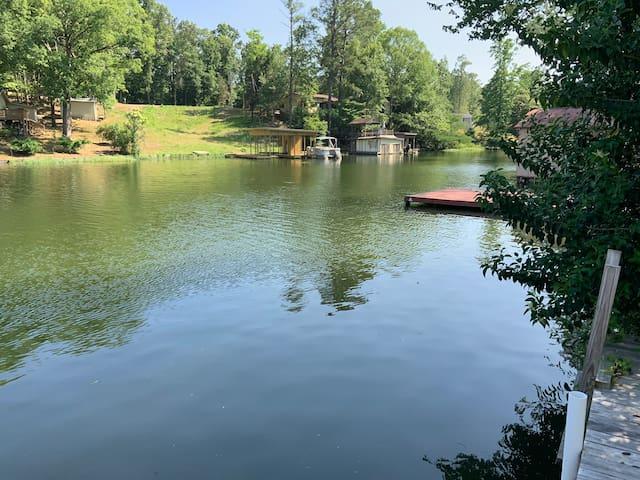 Tiny House Getaway a Lay Lake