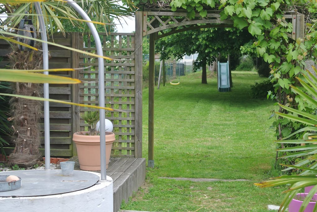 Jardin avec balançoire + toboggan