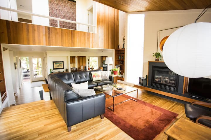 Vintage Modern Forest Retreat Minutes to Downtown