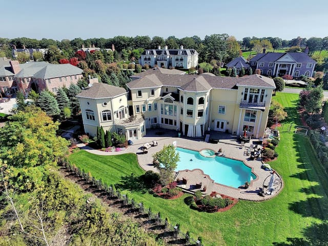 12,000 Sq. Ft Mansion 15 m to NYC - Cresskill - Huis