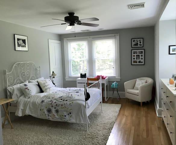 Private suite in a quaint Chester County Farmhouse