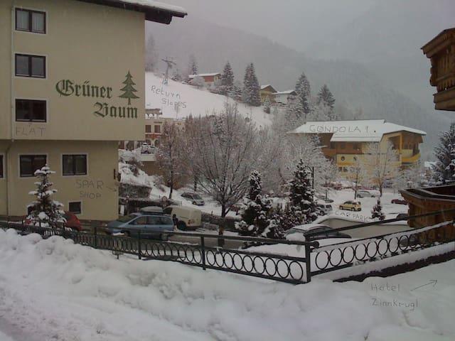 Alpendorf Skiing 125m to gondola