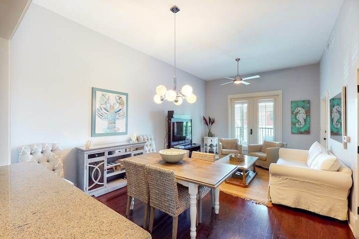 Stylish condo w/ balcony, pools, hot tub, fitness center & tram to the beach!