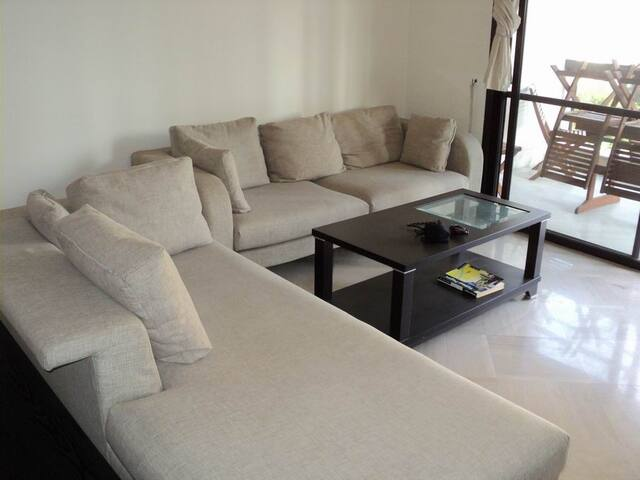 Calm Big apartment close to nightlife and downtown