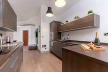 Modern kitchen including dishwasher