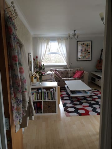 Cosy flat, 5 mins walk to train station - Cuffley - アパート