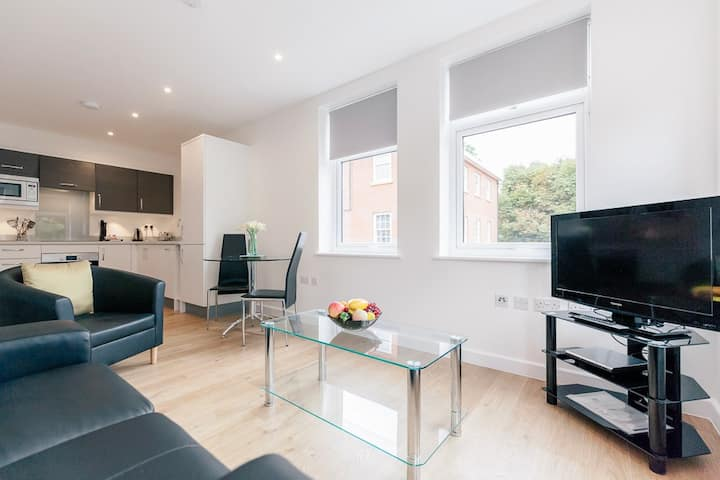 Serviced apartment for 2 people in Leatherhead