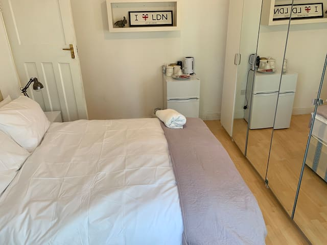Double Room With Ample Wardrobe Space in Perivale