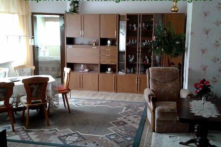 gemütliche Ferienwohnung in ruhiger Lage - Sonnewalde - Apartamento