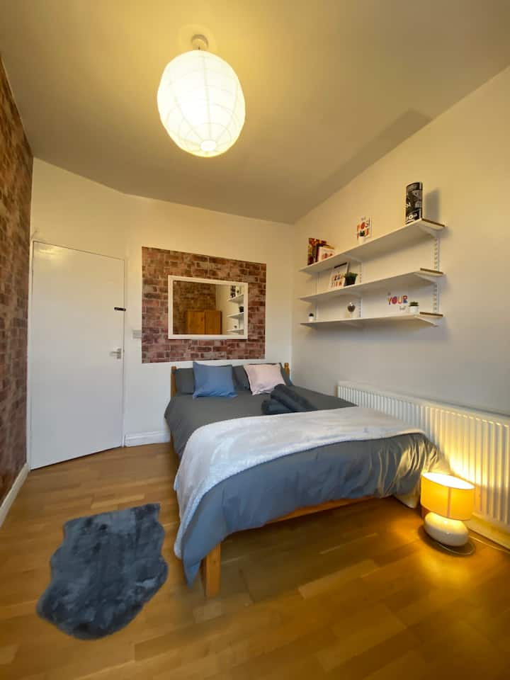 ⚡️Cozy bedroom near central London.⚡️
