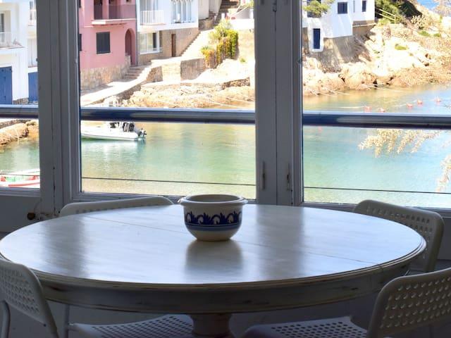 3 Bedroom Beachfront Apartment in Stunning Sa Tuna