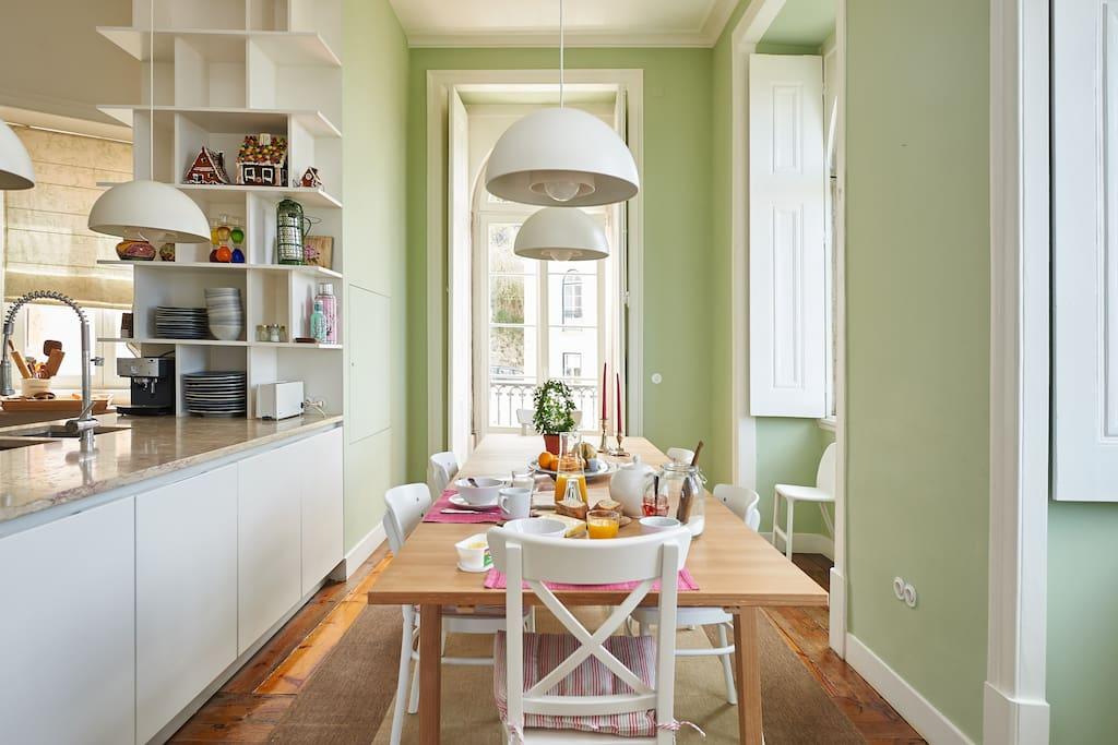 Cozinha vista da sala verde