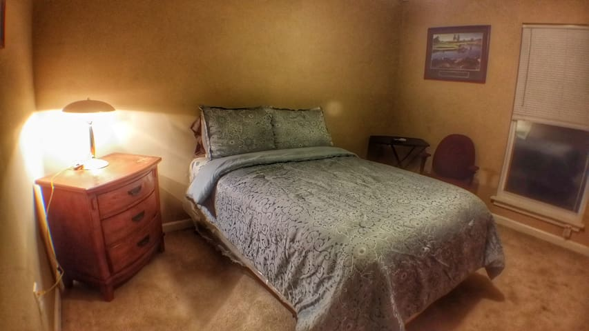 (1) Furnished Guest Room - Full Size Bed - Private - Lawrenceville