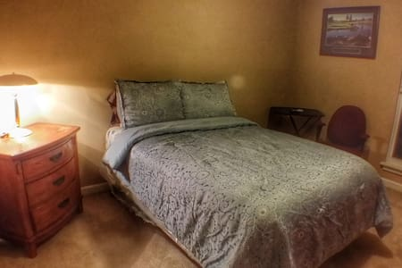 (1) Furnished Guest Room - Full Size Bed - Private - Lawrenceville - Casa