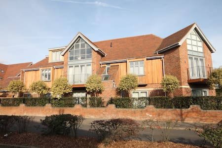 Two Bedroom Luxurious Apartment - Chigwell - Apartamento