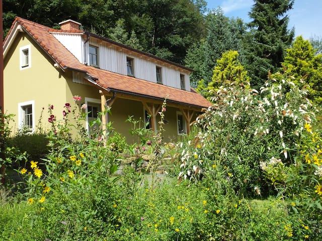 """Idyllisches Ferienhaus """"Waldhaus"""" - Rosenthal-Bielatal - Huis"""
