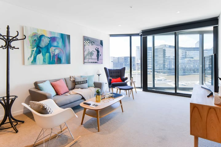 1-BR Art-Inspired Waterfront Apt with Free Carpark - Docklands - Apartamento