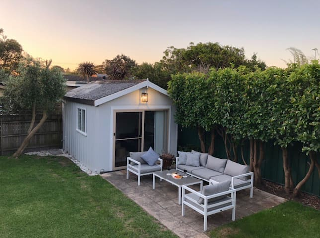 Newly renovated studio, private entry + courtyard