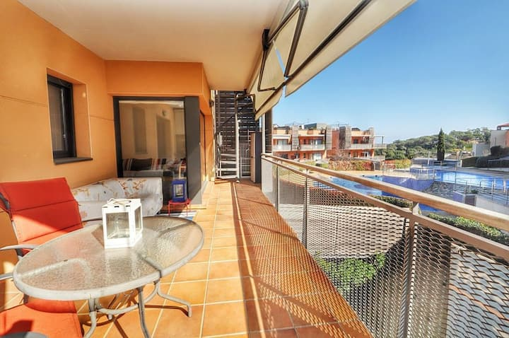 Apartment  Garbi,  300m beach, air conditioning, parking, shared swimming pools