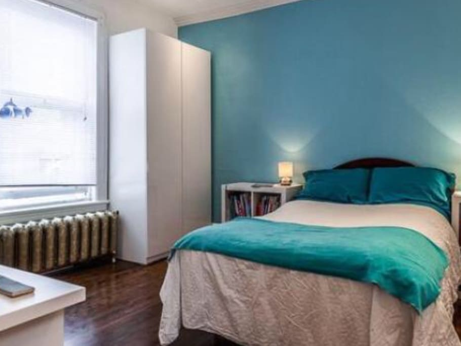 Deux (2) lits simples. *La décoration peut changer