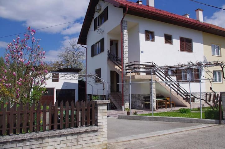 One bedroom apartment with air-conditioning Slunj, Plitvice (A-17610-b)