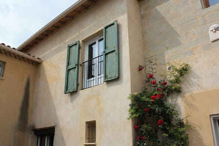 Provencal house in a quiet area near Avignon