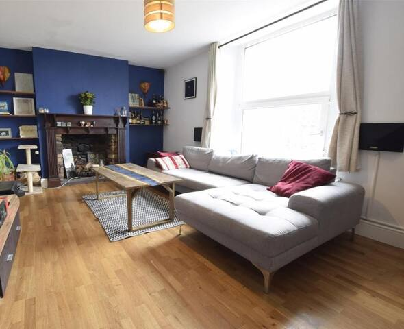 Large 2 bed central apartment with private garden