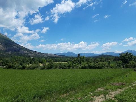 chalet entre campagne et montagne