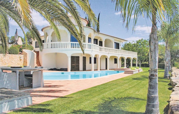 Holiday cottage with 4 bedrooms on 160m² in Silves