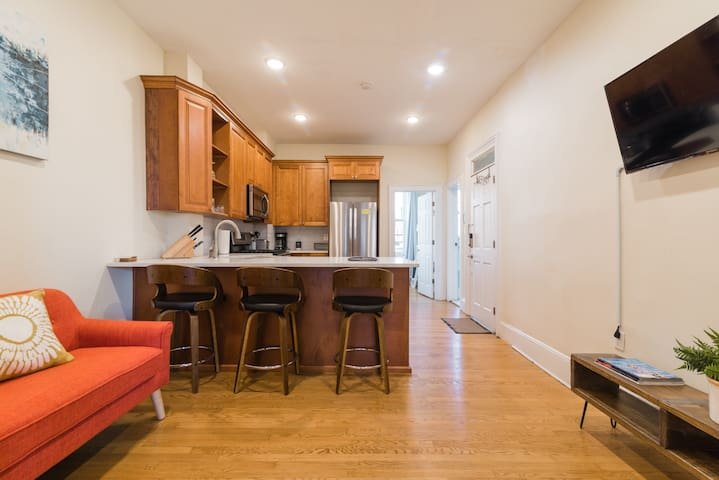 Open concept kitchen and living room with Smart TV. (Free cable tv, Netflix, Showtime, Starz included and you can sign into your own accounts/devices)