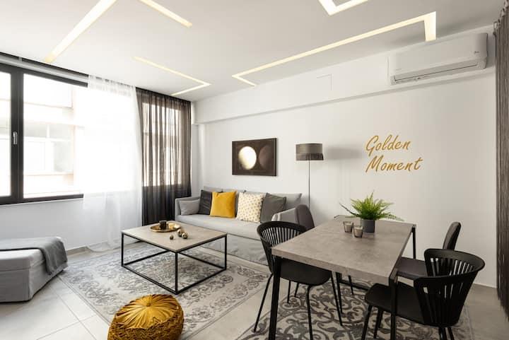 Innovative luxurious suite in Ladadika