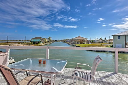 Waterfront 3BR Rockport House w/ Hot Tub - Rockport