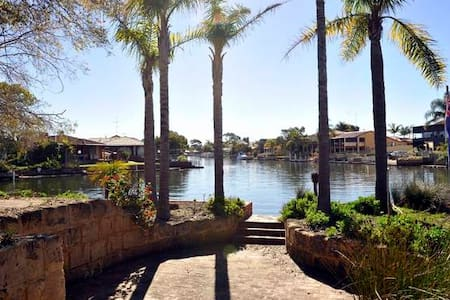 Waterfront Holiday Rental-Beautiful Canal Home - South Yunderup