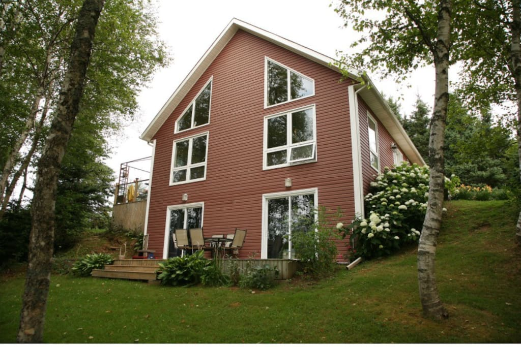 3 bedroom home ; 3 baths , large decks overlooking River front ; 5 acre semi tree lot very private ; kayaking River paddle boarding  ; trout fishing , 10 min drive from white sandy beach ; 4 main beaches within 15 drive ; 5 golf courses within 15 min drive ; cavendish beach 15 min drive ; 10 km from city ; Charlottetown & airport ; sleeps 7