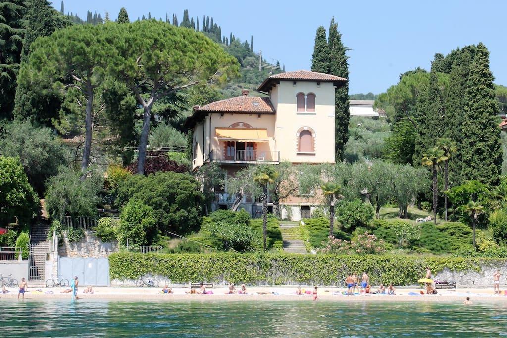 villa fasanella landhaus an der k ste villen zur miete in garda venetien italien. Black Bedroom Furniture Sets. Home Design Ideas