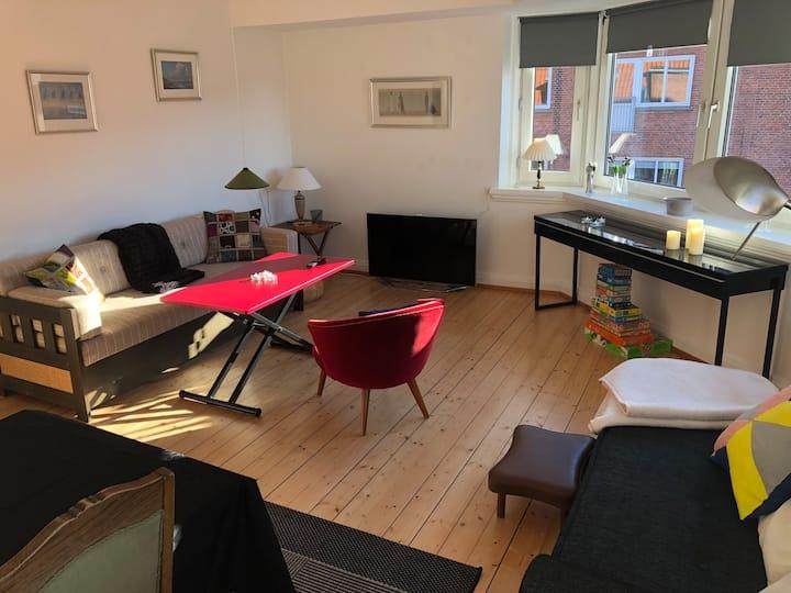 Hyggelig lejlighed med altan - fjorden + vestbyen
