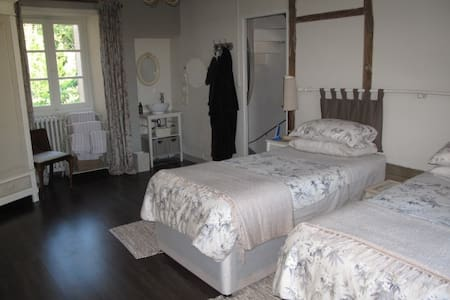 No 5 - chambre d'hote in historic town - Richelieu - Bed & Breakfast - 1