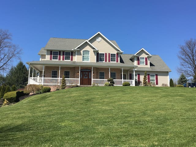 4,600 Sq Ft Majestic Colonial Home - Douglassville - Huis