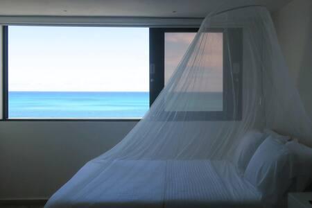 New OCEAN FRONT 2 bedrooms-2 baths-Parking-Sleep 4 - Carolina - Condominium
